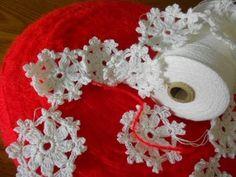 Guirnalda copo de nieve tejida con hilo de algodón .es perfecto para ponerse en cualquier tela desde la orilla de unas cortinas toallas fundas sabanas cojine...