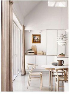 minimalist kitchen Scandinavian kitchen decor belongs to the most perfect decorations for a modern kitchen. We have a collection of Scandinavia kitchen decor ideas to consider. Scandinavian Interior Design, Scandinavian Kitchen, Decor Interior Design, Interior Decorating, Scandinavian Style, Scandi Style, Scandinavian Curtains, Ikea Interior, Modern Interior