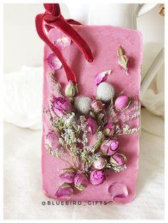 Amazing scented wax Strawbery fragrance  #scentedwax #dubaigifts made by #Bluebird_gifts Dubai