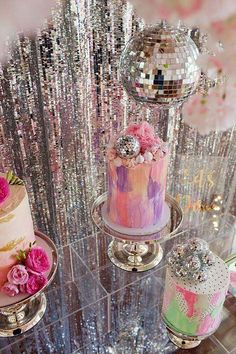 The Little Big Company 's Birthday / Disco - Photo Gallery at Catch My Party Disco Theme Parties, Disco Party Decorations, Disco Birthday Party, Birthday Party Themes, 24th Birthday, Birthday Crafts, Disco Cake, 2000s Party, Festa Party