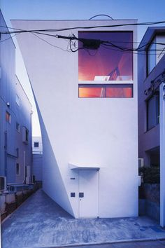 Building: White Echoes  Location: Tokyo, Japan  Completion: 1998  Architect: Akira Yoneda
