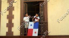 Fachada con bandera en fiestas de la Independencia en Panamá