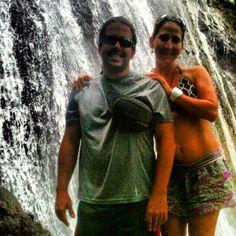 Con Yaz en la catarata La Coca, Bosque El Yunque, Puerto Rico.