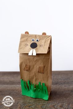 Easy and Fun Groundhog Paper Bag Puppet Perfect for preschoolers and kindergarteners, this Groundhog Paper Bag Puppet is perfect for sharing stories on Groundhog Day! Preschool Groundhog, Groundhog Day Activities, Preschool Activities, Preschool Projects, Therapy Activities, Family Activities, Paper Bag Crafts, Fun Crafts, Crafts For Kids