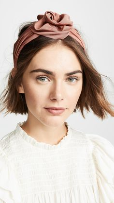 Jennifer Behr Rosamund Headband <br> Knotted top Headband Made in the USA Style Pigtail Hairstyles, Bobby Pin Hairstyles, Headband Hairstyles, Braided Hairstyles, Black Hairstyles, Twist Headband, Knot Headband, Rose Headband, Hair Scarf Styles