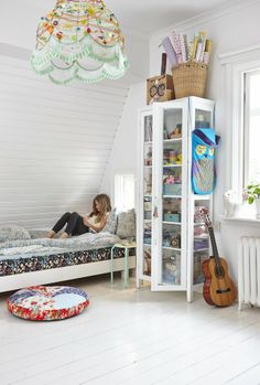 Mokkasin: a June day. - I want this bedroom. I love that cabinet.