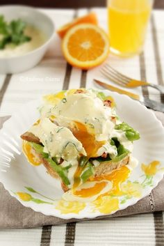 Eggs Benedict (recipe in a different language, but love the presentation and could figure this out easily) Breakfast For Dinner, Breakfast Time, Breakfast Recipes, Breakfast Ideas, Eggs Benedict Recipe, Egg Benedict, Nom Nom, Brunch, Food And Drink