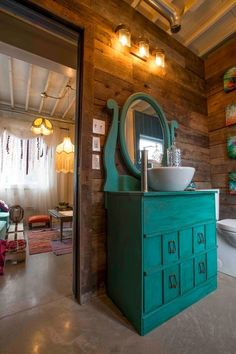 Here we have a big construction.Create a pallet wall in your bathroom.You just need to broke up t...