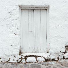 Old white door #crete