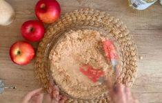 Το πιο ζουμερό κέικ με μήλα και σοκολάτα...πανεύκολο - Η Μαγειρική ανήκει σε όλους Hummus, Ethnic Recipes, Food, Essen, Meals, Yemek, Eten