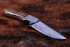 damastmesser jagdmesser damast Shops, Damascus Knife, Knives, Hunting Knives, Damasks, Tents, Knifes, Retail, Knife Making