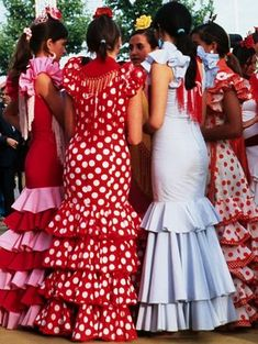 hints of the ladies of La Feria, more in spirit than anything Spain Culture, Flamenco Dancers, Flamenco Dresses, Dots Fashion, Spanish Woman, Seville Spain, Costume, Peplum Dress, Trending Outfits
