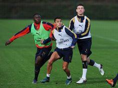 Arsenal train ahead of WBA match. 20 Nov 2015.