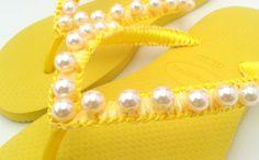 Resultado de imagem para chinelos decorados com perola amarelo