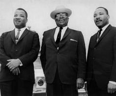 (right), his brother, A. King (left) and father, Martin Luther King Sr.