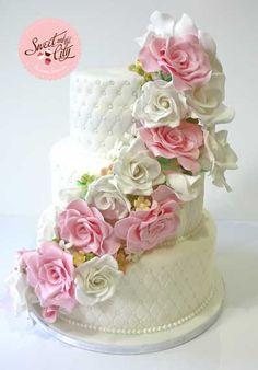 #wedding #cake #gumpaste #flowers #tarta #boda #flores #azucar #swetandthecity www.sweetandthecity.com
