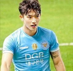 Korean Boys Hot, Hot Asian Men, Cute Asian Guys, Korean Men, Soccer Guys, Soccer Players, Taekwondo, Christian Yu, Abs Boys
