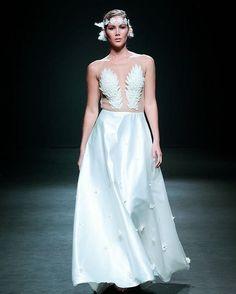 @adrianavalentinadesign #bfw17 @rdmodelosagencia #bridaldress http://gelinshop.com/ipost/1523590458794048229/?code=BUk4XMvl_rl