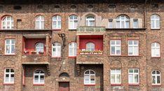 Górnicze osiedle Nikiszowiec w Katowicach liczy ponad sto lat. Drzemie w nim potencjał społeczny i turystyczny. Nikiszowiec powstawał w latach ... Home Fashion, Mansions, House Styles, Home Decor, Decoration Home, Manor Houses, Room Decor, Villas, Mansion