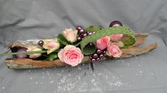 Calendrier de l avent 2012 . Contemporary Flower Arrangements, Contemporary Garden Design, Floral Arrangements, Design Floral, Deco Floral, Ikebana, Art Floral Noel, Vertical Garden Design, Mosaic Crafts