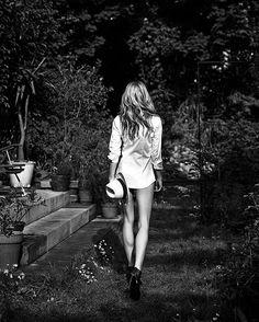 #Repost @m_rozenek  #black #stockings #white #shirt #secret #garden #almost #wonderland #nature #blackandwhite #highheels #przedsiebie #zasobą @stareoness @magazyngala