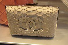 Chanel Gold Clutch #moda #style #bag
