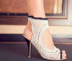 Santa Clara Artesanato: Sapatos, sapatilhas, sandálias e tênis de crochê?!