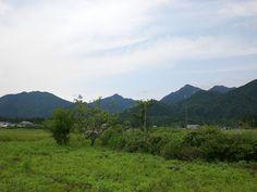 菰野町千草地区 鎌ヶ岳と御在所岳を望む  平成24年6月17日撮影