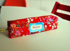 Die Tasche kann grundsätzlich aus jedem Stoff angefertigt werden, den ihr im bloomet-Shop seht. Gebt gerne einen Wunsch an - je nach Vorrat und Stoffq