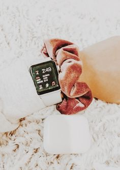 A silver pocket watch is something other pieces of jewelry are not: it is timeless. Apple Watch Bracelets, Apple Watch Bands, Apple Watch Series, Apple Watch Fashion, Apple Watch Accessories, Silver Pocket Watch, Apple Products, Aesthetic Pictures, Scrunchies