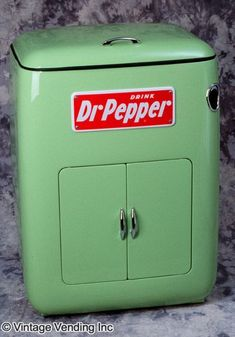 p Dr Pepper still my favorite Vintage Cooler, Vintage Tins, Vintage Kitchen, Vintage Antiques, Vintage Fridge, Looks Vintage, Vintage Love, Vintage Green, Retro Vintage