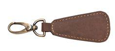 Schlüsselanhänger SALERNO Leder kaffeebraun - Max Leder. Dieser stylische Büffel-Leder Keyholder SALERNO ist ideal für Ihren Schlüssel. Der Schlüsselanhänger SALERNO weicht nicht von Ihrer Seite und passt darauf auf, dass Sie Ihren Schlüssel immer und überall zur Hand haben. Wallet, Personalized Items, Chain, Key Hangers, Get Tan, Handmade Purses, Chains, Diy Wallet, Purses