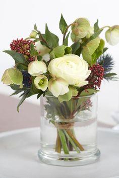 Nachdem die JuwelKerze abgebrannt ist, kann das Glas ganz leicht gesäubert werden und als Vase für Blumen genutzt werden. Der Blumenstrauß kann perfekt im Glas zum Geburtstag mit verschenkt werden.  #JuwelKerze #DIY #upcycling Diy Upcycling, Glass Vase, Home Decor, Flowers, Candle Decorations, Pretty Pictures, Love, Creative, Decoration Home