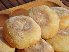 Nem vagyok mesterszakács: Angol muffin (reggeli zsemle) - a legjobb Ring Cake, Bread Bun, Dessert Recipes, Desserts, Bagel, Scones, Baked Goods, Rolls, Food And Drink