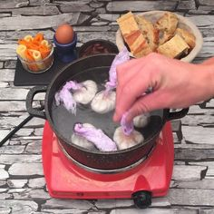 Perfect for a weekend brunch videos Eggs-ploding baguette Egg Recipes, Brunch Recipes, Breakfast Recipes, Snack Recipes, Cooking Recipes, Lasagna Recipes, Tasty, Yummy Food, Baguette