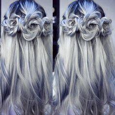 Inspo for tonight, gorgeous grey hair do ✨ #greyhair #longgreyhair #greyhairdontcare #silverhair #dreamhair #hairinspo #inspo #beauty