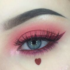 PINK EYESHADOW AND HEART