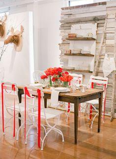 Red-infused farm table | Photography: lisalefkowitz.com | Styling: gloriawongdesign.com + jubileelauevents.com