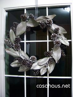 DIY Christmas pinecone and magnolia wreath from Christmas Christmas Projects, Christmas Home, Christmas Gifts, Christmas Decorations, Holiday Decor, Christmas Ideas, Magnolia Wreath, Magnolia Leaves, Navidad Diy