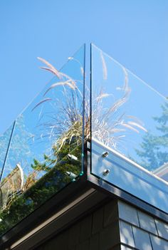 glass deck railing -- Exterior Photos Glass Railing Design Ideas, Pictures, Remodel, and Decor Glass Handrail, Stair Handrail, Deck Railings, Roof Deck, Roof Top, Deck Balustrade Ideas, Frameless Glass Balustrade, Steel Railing, Deck Patio