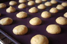 Néró - a magyar macaron Pretzel Bites, Macarons, Nutella, Hamburger, Muffin, Food And Drink, Bread, Diet, Cookies