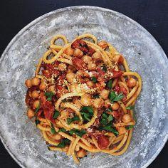 Chorizo and chickpea bucatini #chefcookit #cookit #mtlfood #bouffemedia #foodies #foodporn #foodiesfeed #foodstagram #feedfeed #pastanignt #chorizopasta #chorizo #bucatini #chickpeas #bonappetit #chefsofinstagram #weeknightdinner #chickpeapasta #styledbites #liveauthentic #pastaporn