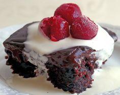 Farklı bir kek tarifi denemek isteyenler için İsveç keki ilginç bir seçenek olabilir. Bir tür ıslak kek olan İsveç kekinin tarifi şöyle...