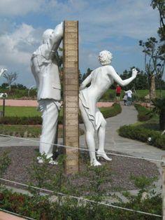 Сексуальная статуя парень сзади