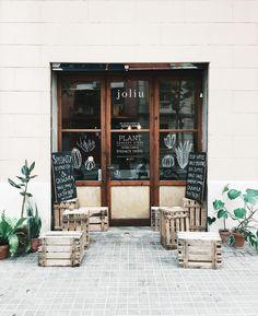 Espai Joliu Barcelona Acme Cups, Shopping In Barcelona, Barcelona 2016, Creating Communities, Coffee Shop Design, Cafe Shop, Shop Fronts, Boutique Stores, Cafe Restaurant
