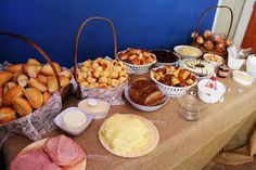 Ideas Breakfast Buffet Bar Brunch For 2019 Breakfast And Brunch, Oatmeal Breakfast Bars, Egg Recipes For Breakfast, Breakfast Buffet, Breakfast On The Go, Crock Pot Potatoes, Sandwich Bar, Breakfast Casserole Sausage, Food For A Crowd