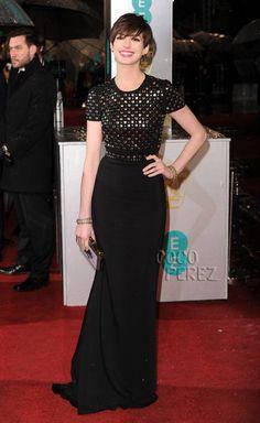 BAFTAS 2013: Anne Hathaway slinks onto the red carpet in black Burberry...Love!