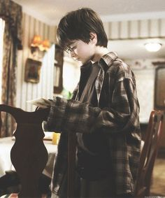"""Daniel Radcliffe in the first Harry Potter film, the """"Philosophers Stone"""" Harry Potter Icons, Harry James Potter, Harry Potter Tumblr, Harry Potter Pictures, Harry Potter Cast, Harry Potter Quotes, Harry Potter Movies, Harry Potter Fandom, Harry Potter World"""