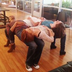 Team building is an important quality that needs to be vaccinated in childhood. Team building activities or games are interesting and constructive ways to help children understand teamwork, cooperation, brotherhood and develop communication. Youth Group Games, Youth Activities, Leadership Activities, Youth Groups, Team Games For Kids, Team Training, Chico Yoga, Steve Spangler Science, Team Building Games