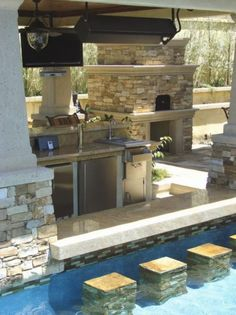 swim up bar at the casa?!?! this would be AMAZING!